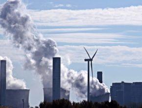 Hrozí Česku dotování fosilních zdrojů? Vzhledem k doporučení konce uhlí v roce 2038 je to možné.