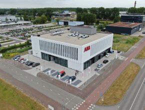 ABB vstoupilo na trh nabíjení elektrických vozidel v roce 2010 a do dnešního dne prodalo více než 17 000 DC rychlonabíjecích stanic do 80 zemí.