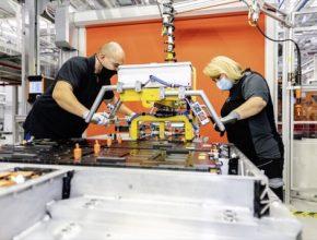 auto výroba baterií Mercedes-Benz EQC elektromobil Daimler Kamenice