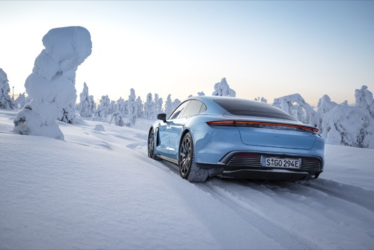 auto elektromobil Porsche Taycan 4S