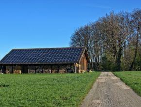 solární elektrárna na stodole
