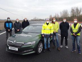 Vývojové týmy Valeo a VSB Ostrava s testovacím autem Drive By Wire