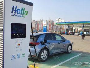 Řidiči mohou využít již deset rychlodobíjecích stanic v síti PREpoint u čerpacích stanic OMV