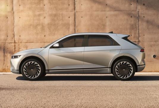 Design značky IONIQ kráčí novým směrem, jehož využívání umožňuje speciální platforma pro elektromobily.