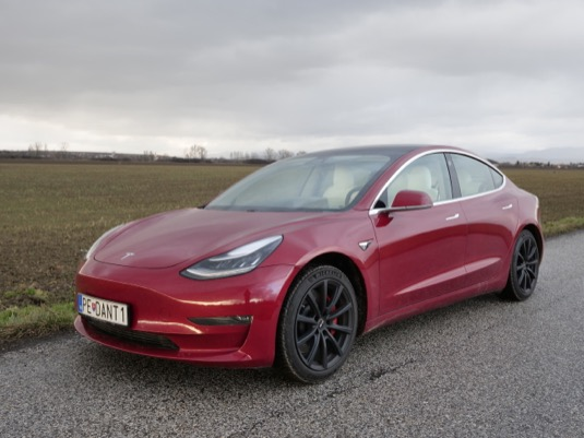 auto elektromobil Tesla Model 3 Performance