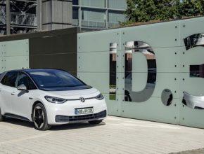 Verze City s nejmenší sadou akumulátorů (45 kWh) stojí méně než 900 000 Kč. Novinkou je také pětimístná verze Tour 5* s největší akumulátorovou baterií (77 kWh).