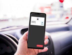 Díky aplikaci dokážou auta komunikovat nejen mezi sebou, ale také s dopravními značkami, železničními přejezdy, vozidly městské hromadné dopravy, vozidly záchranného systému nebo semafory.