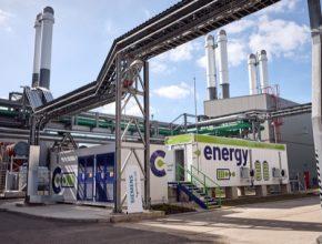 Bateriové úložiště v C-Energy Planá, které využívá technologii Siemens Siestorage, má výkon 4 MW a garantovanou kapacitu 2,5 MWh po dobu 10 let a je tak největším bateriovým úložištěm v České republice. Tento týden projekt zvítězil v soutěži Český energetický a ekologický projekt, stavba, inovace roku 2018.