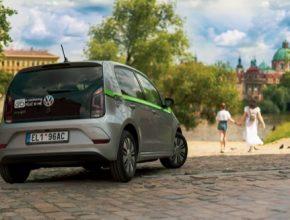Počet elektromobilů autopůjčovny GreenGo se za posledních dvanáct měsíců zdvojnásobil a ke dvěma stovkám elektromobilů VW e-UP! nyní přibude ještě třicet elektrických vozů Škoda Citigo e iV.