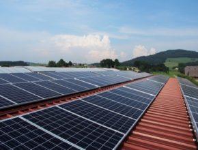 Praha střešní solární elektrárna fotovoltaika