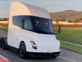 auto elektromobil Tesla Semi elektrický tahač