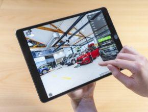 Nová online platforma nabízí zákazníkům možnost prohlížet a procházet vozidla u autorizovaného prodejce, jako by tam byli osobně. Štítky, videa a zvukové soubory poskytují nepřeberné množství informací o každém voze.