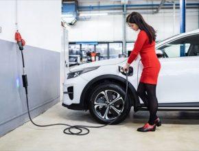 Se sadou Kia EV Power Wallbox 4Go nabijete elektromobil doma, na chatě i v kempu.