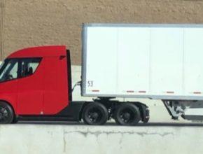 auto elektromobil Tesla Semi elektrický tahač truck