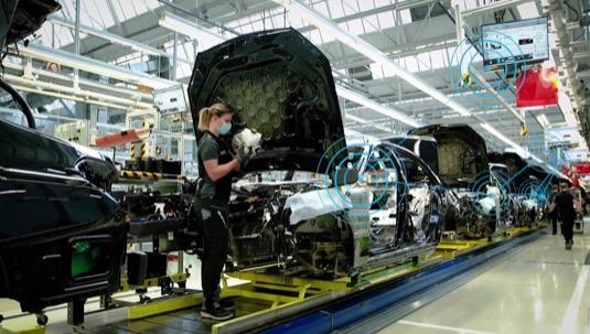 Mercedes-Benz a Siemens ohlásily strategické partnerství v oblasti udržitelné výroby automobilů