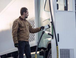 Pozitivní prognóza je založena na schopnosti elektrických nákladních vozidel Volvo uspokojit širokou škálu přepravních potřeb. Například v EU by mohla být již brzy téměř polovina veškeré silniční nákladní přepravy elektrifikována.