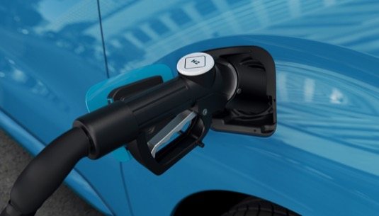 Plnění vodíku do vodíkové dodávky Peugeot e-Expert Hydrogen.