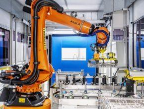 Škoda Auto si tento chytrý manipulační systém vyvinula sama, a podporuje tak rozšiřování know-how v oblasti automatizace výroby.