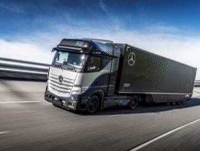 Vývojový prototyp nákladního vozidla Mercedes-Benz GenH2 jezdí na zkušební dráze od konce dubna. Široká série testů je další milník na cestě k sériové výrobě.
