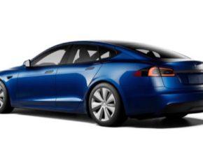 Tesla Model S nákup bitcoin kryptoměna