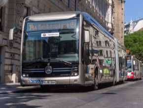 E-Gelenkbus neboli elektrický kloubový autobus Mercedes-Benz eCitaro