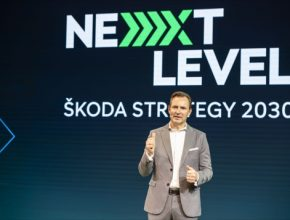 ŠKODA AUTO si pro následující dekádu stanovila novou strategii dalšího rozvoje, nazvanou NEXT LEVEL - ŠKODA STRATEGY 2030, jejímž cílem je úspěšný rozvoj v oblasti internacionalizace, elektrifikace a digitalizace.