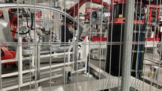 auto výroba elektromobilů Tesla Model Y v Gigatovárně Berlín