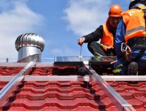 ČEZ ESCO fotovoltaiku pro obec nebo firmu postaví a provozuje. Investice se splácí v cenách elektřiny. Ta je stejná nebo nižší než cena elektřiny ze sítě, protože jde o vlastní výrobnu, a odpadají tak systémové poplatky. Výhod tohoto inovativního modelu mohou využít i malé obce. Pro svoji čistírnu odpadních vod si ji pořídila i Nemile.