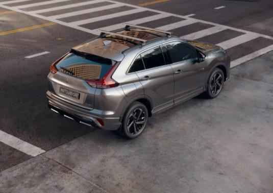 Auto nabízí nožnost standardního i rychlého dobíjení - v takovém případě už za 25 min na 80 % kapacity.