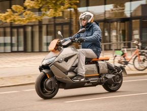 Soudce Dredd (Judge Dredd) by novým elektroskútrem od BMW určitě nepohrdnul.