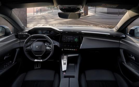 Nový Peugeot 308 SW je sériově nebo za příplatek dodáván s novou výbavou na úrovni vyšších segmentů jako je např. bezkontaktní otevírání dveří s elektrickým ovládáním víka zavazadlového prostoru či systém sledování mrtvého úhlu s delším dosahem (75 metrů).