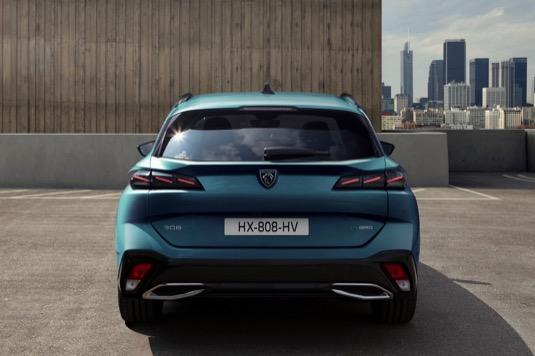 Kompletní technologický zážitek dovršuje Peugeot i-Connect Advanced s vysoce výkonnou a efektivní on-line navigací TomTom. Pro optimální čitelnost se mapa zobrazuje na celé 10