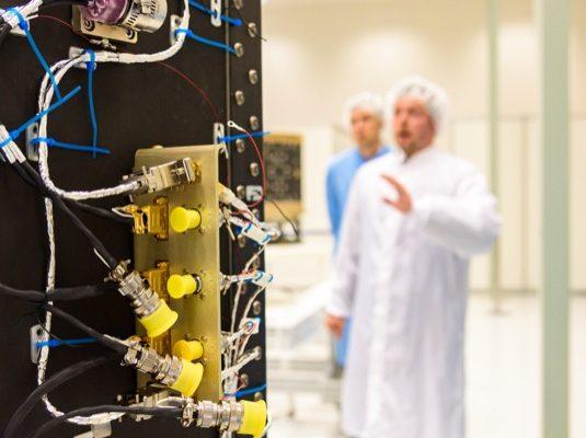 Ve světě vesmírného průmyslu se přenáší téma využití nerostného bohatství vesmíru z oblasti sci-fi do skutečných záměrů kosmických misí, které mají za cíl ověřit nezbytné technologické principy. Součástí těchto snah se nyní stává i Česká republika.