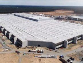 Nedaleko Berlína úspěšně pokračuje stavba tamní Tesla Gigafactory Berlin. Výroba tam má začít na přelomu let 2021/2021.