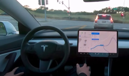 auto elektromobily Tesla robotické řízení