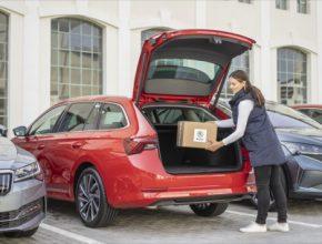 V rámci služby Přístup do vozu se dodací adresou stává poloha vozu a jeho registrační značka. Od června mají zákazníci ŠKODA AUTO možnost využít doručení objednávek z internetu do zavazadlového prostoru svého vozu.