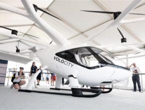 Plně elektrické eVTOL letecké taxi Volocopter se poprvé nedávno představilo na letecké show AirVenture 2021 ve státě Wisconsin.