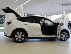 auto elektromobil Tesla Model YX