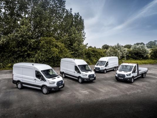 Elektrická dodávka Ford E-Transit se bude testovat hned v několika variantách včetně podvozku s různými nástavbami od skříňových přes chladírenský box a valník až po sklápěč.