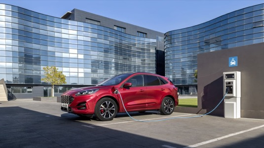 Zájem o automobily s plug-in hybridním či elektrickým pohonem v Evropě stoupá. Stále více řidičů totiž zjišťuje, že tyto vozy dokážou komfortně splnit jejich přepravní potřeby a mají velmi příznivé provozní náklady.