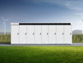 Tesla Megapack představuje energetické řešení na klíč. Stačí jej dovézt na místo a připojit. I převoz je snadný, protože má standardizované kontejnerové rozměry. foto: Tesla