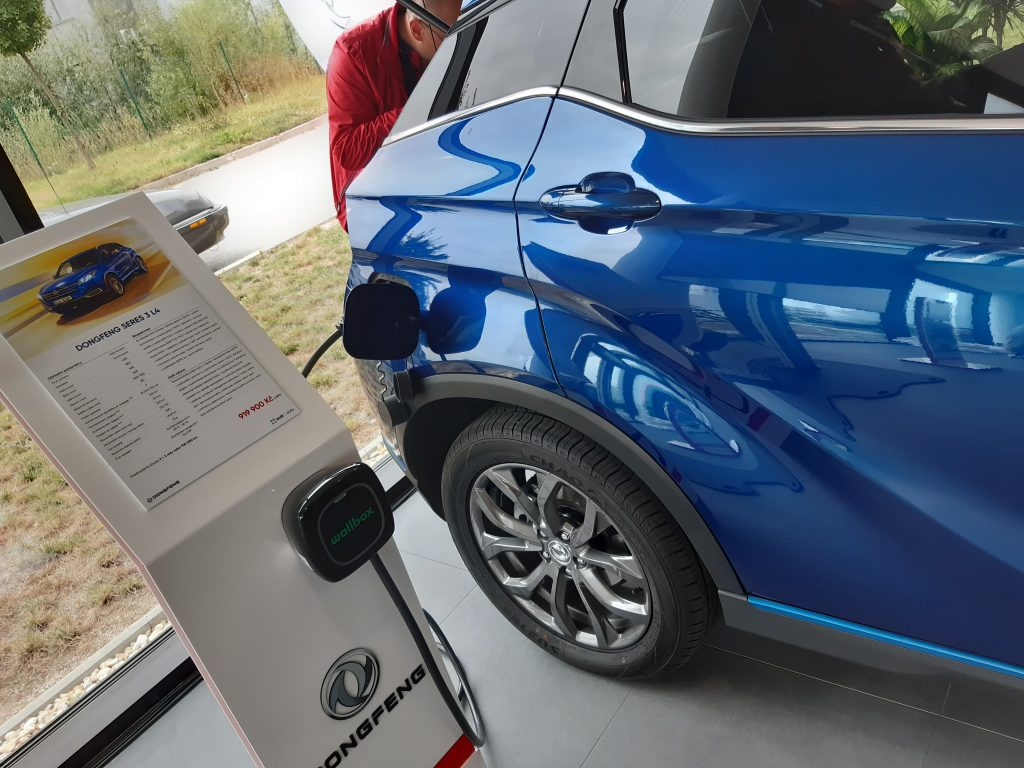 elektromobil Dongfeng Seres 3
