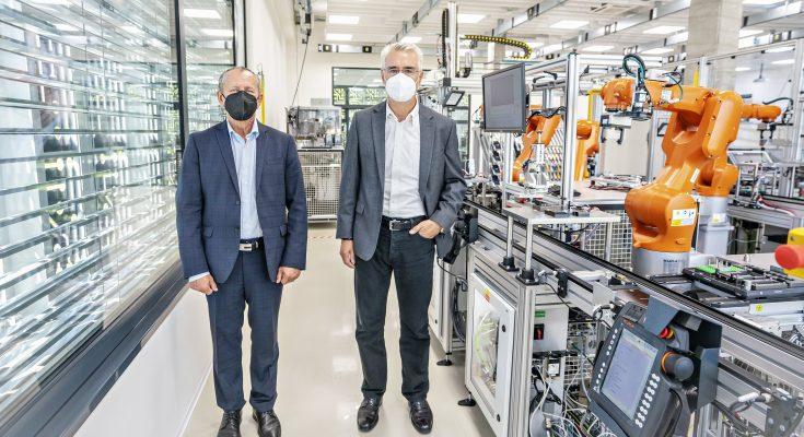 Laboratoř se zaměřuje se na tři hlavní oblasti: analýzu dat, aplikace strojového učení a umělé inteligence a problematiku optimalizace v průmyslové praxi.