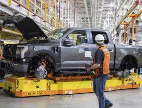 Elektromobil Ford F-150 Lightning jde do prodeje už na jaře 2022.