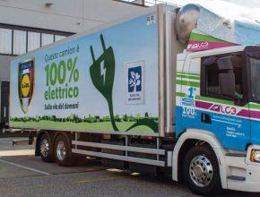 Bezemisní bateriové elektrické vozidlo Scania jezdí z logistického centra společnosti Lidl v Arcole u Verony a zásobuje supermarkety společnosti v severovýchodní Itálii. foto: Lidl/Scania