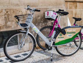 Sdílená kola jsou nově všem majitelům služby Lítačka k dispozici až čtyřikrát denně na 15 minut zdarma. foto: PID