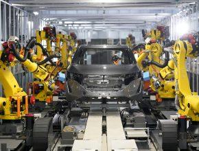 Společnost Nissan se bude snažit vytvořit prostředí, ve kterém se bude snadno pracovat, a to s pomocí robotů, kteří budou pomáhat s obtížnými úkoly. Společnost Nissan bude také pokračovat v diverzifikaci pracovních stylů, aby vytvořila výrobní závody, kde budou moci snáze pracovat ženy a starší lidé.