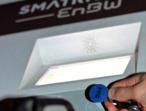 Nabíjení s čipem PRE u elektromobilní nabíjení stanice Smatrics. foto: PRE