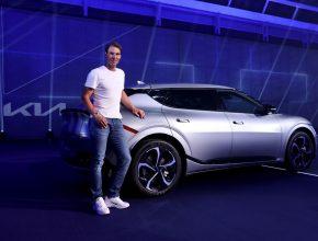 Tenista Rafael Nadal s elektromobilem Kia EV6. foto: Kia