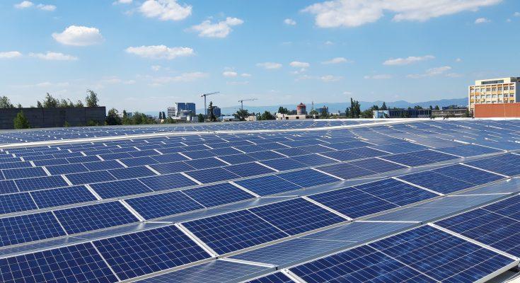 Střešní fotovoltaická solární elektrárna. foto: ČEZ